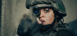 Battle-Los-Angeles-Trailer-Caps-michelle-rodriguez-27015467-1920-908
